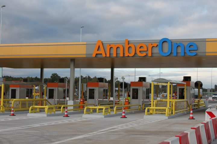 Autostrada-A1-Amber-One-Bramki